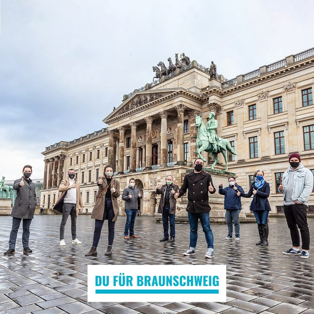 (v.l.): Falk-Martin Drescher (The Dude), Patrick Rokohl (Braunschweiger Profiboxer / WBO Europameister), Frieda Kühne (wehyve GmbH), Tiemo Böhm (AWO-Bezirksverband Braunschweig e. V.), Hans Golmann (ambet e. V.), Babak Khosrawi-Rad (eventives GmbH), Matthias Bertram (Freiwilligenagentur Jugend-Soziales-Sport e. V.), Friederike Kühn (Öffentliche Versicherung Braunschweig), Jonathan Beddig (wehyve GmbH).  Bildnachweis: Andreas Rudolph (v.l.): Falk-Martin Drescher (The Dude), Patrick Rokohl (Braunschweiger Profiboxer / WBO Europameister), Frieda Kühne (wehyve GmbH), Tiemo Böhm (AWO-Bezirksverband Braunschweig e. V.), Hans Golmann (ambet e. V.), Babak Khosrawi-Rad (eventives GmbH), Matthias Bertram (Freiwilligenagentur Jugend-Soziales-Sport e. V.), Friederike Kühn (Öffentliche Versicherung Braunschweig), Jonathan Beddig (wehyve GmbH).  Bildnachweis: Andreas Rudolph