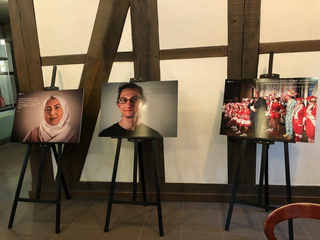 """Ausstellung """"Gesichter der Demokratie"""" - Archivfoto der Freiwilligenagentur - aufgenommen Februar 2020 in der Volkshochschule Braunschweig"""